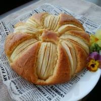 りんごのケーキとセリアで買った可愛いもの。