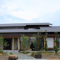家での暮らし・・・毎日の過ごし方を場所の価値をデザインしながら設計の意図を落とし込むように、縁側やウッドデッキ、土間テラス、インナーテラスのように半屋外の領域を。