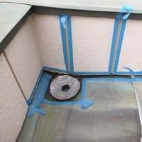 必殺雨漏り修理人の仕事~改修用ドレン取付~縦ドレンにも改修用ドレンの横ドレン用を使用した方が安心です