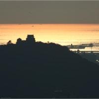 輝く海と松山城