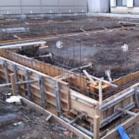 神奈川県厚木市で鉄骨造の工場と事務所の基礎工事中です。明日はコンクリ-ト打ち。