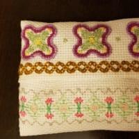 ポップな花柄の刺繍