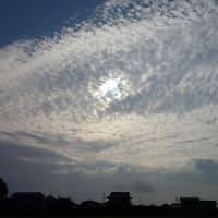 朝の空に浮かぶ雲