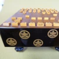 橘家紋入りの雛盤と雛将棋駒