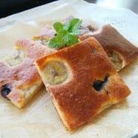 バナナとブルーベリーのケーキとタイル並べ。