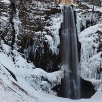 冬の裏磐梯・猪苗代湖と玉簾の滝 氷瀑