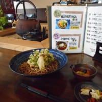 道の駅「瀬女」にある、白山とうふ料理「伝好」さん・・・美味しく伝好そばを頂きました。当店の棒茶パウダーを使った「加賀棒茶ソフト」を販売してます。