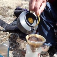 霧ヶ峰で味わうドリップコーヒーは、深く爽やかに香り高く。