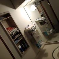 実家の洗面所、壁塗装