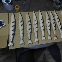 アオリイカのモザイク目地まで終了とサンマの塩焼きモザイクのペンキ塗り