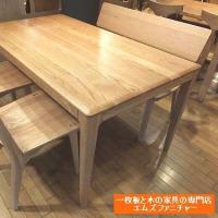 859、【ダイニングテーブルとチェアー】レッドオーク材のテーブルとチェアー。落ち着きのある赤みの色がいいのです。 一枚板と木の家具の専門店エムズファニチャーです。