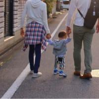手をつないで歩こう