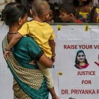 インド  未だに多発する性暴力事件 逮捕犯人を署内で警察が射殺 厳罰を求める市民は歓喜 日本は?