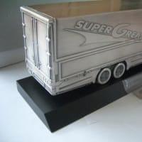 三菱ふそうスーパーグレートの金属模型 シガレットケース?