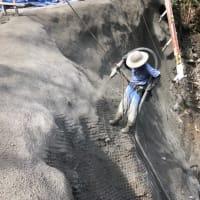 国道493号平鍋緊急工事、モルタルを吹き付けました。