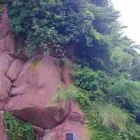 高須まち歩き「人面岩」