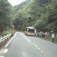 大垂水峠にたくさんのハイカーが到着