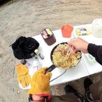 ジムニーシエラ JB74W      薪拾いのついでにお昼ご飯・・・ いや、お昼ご飯のついでに薪拾い ?どっちでもええがな( ̄▽ ̄)