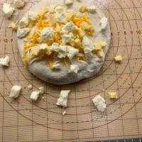 断水中だけど、チーズ食パン焼いたよ。