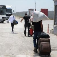 トルコに住むシリア人たちが、ラマザン明けの祭のために一時帰国