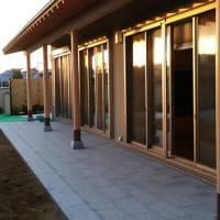 (仮称)おおらかに暮らしを包み込む数寄屋の家新築工事・建物本体から繋がる庭と風景のバランス控えめな姿勢と和風建築の設計デザイン感度と庭(外構)と庭園の魅力