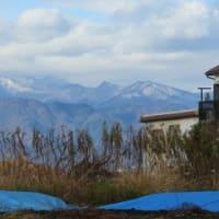 雪をかぶった丹沢連峰