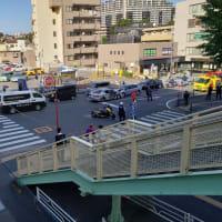 藤沢市 交差点  5台絡む多重事故 4人負傷 高齢女性が逆走 路線バスと衝突