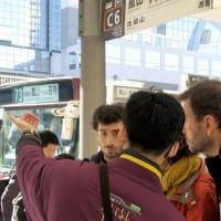 バス「73系統」が2つ、外国人乗り間違え多発 観光地・嵐山行きと生活路線が隣で発着