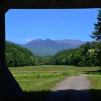 ワクチンで明るい景色を、トンネル額縁の八ヶ岳。