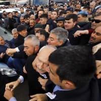 AKPがクルチュダルオール氏を襲った党員を除名した