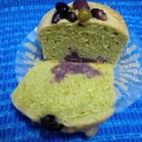北海道小倉と五色豆の窯焼き抹茶蒸しパンが昨日のおやつね:P