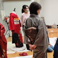 木青会館のきもの教室はスタッフさんの練習です。