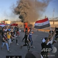 イラク 復興の遅れに抗議デモ むき出しの暴力で増加する犠牲者