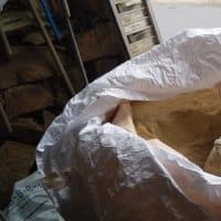 イノシシの箱罠の餌 糠を農協に取りに行く