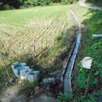 生産組合の仕事・・・用水へU字溝設置の土木作業・・・30本設置・・・ひと汗流しました。