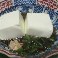 今日の晩ごはんは湯豆腐とまぐろの刺身て゛一杯📷街角ぶらり旅01-13