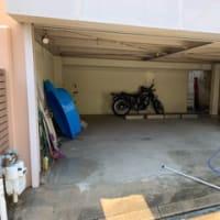 車庫、、、洗ってます。