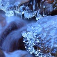 「冷たき牙!」 いわき 背戸峨廊にて撮影! 流れの氷柱
