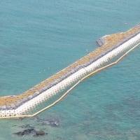 台風17号で、また辺野古外周のフロートが高波で護岸に打ち上げられてしまった!