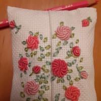 薔薇いっぱいのガーデンの刺繍