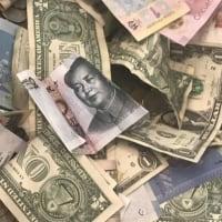 投資家見通し映す「鏡」は債券から通貨へ