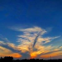 夕陽に照らされる夕雲が・・・