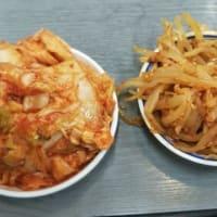 本日のディナーはふくちぁんラーメンFC平野店へ。本日は大根なますがなく残念。キムチバーのキムチにはえむびーまんの唾液がいっぱい。