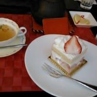 ケーキを食べに行ってきました。