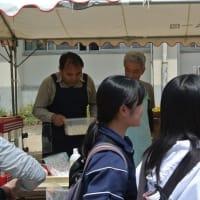 もと二名津中学校での「こいのぼり祭り」がにぎわう
