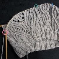 ねじり目たくさんの帽子、編み始めました