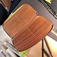 ラウンドファスナー財布の製作中