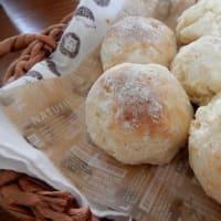 うどんとホットケーキミックスで作るパンと、ココ・ファーム・ワイナリー。