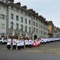 聖ピオ十世会のエコンの神学校の物語りは、1969年10月13日にスイスのフリブールで始まりました。