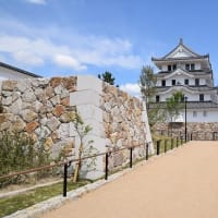 再建された尼崎城